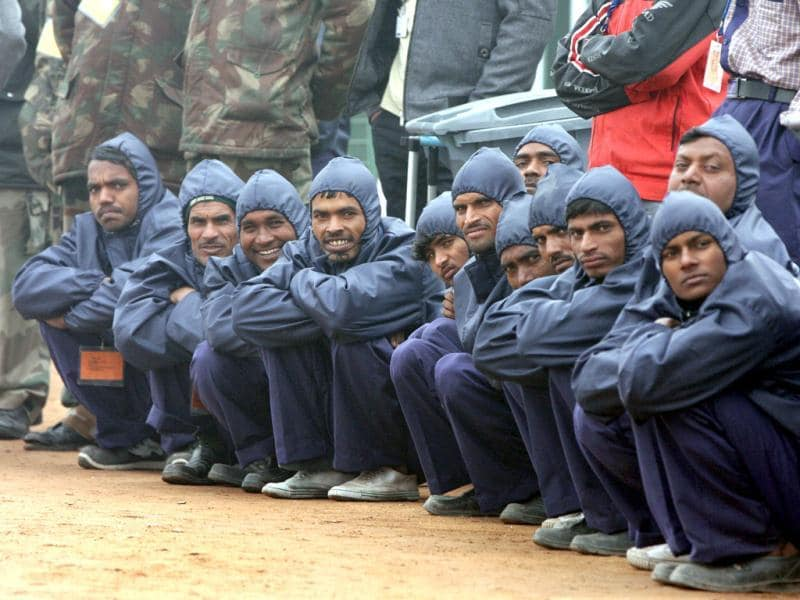 Maintenance staff watch the Republic Day reharsals at the Rajpath in New Delhi. HT/Sushil Kumar