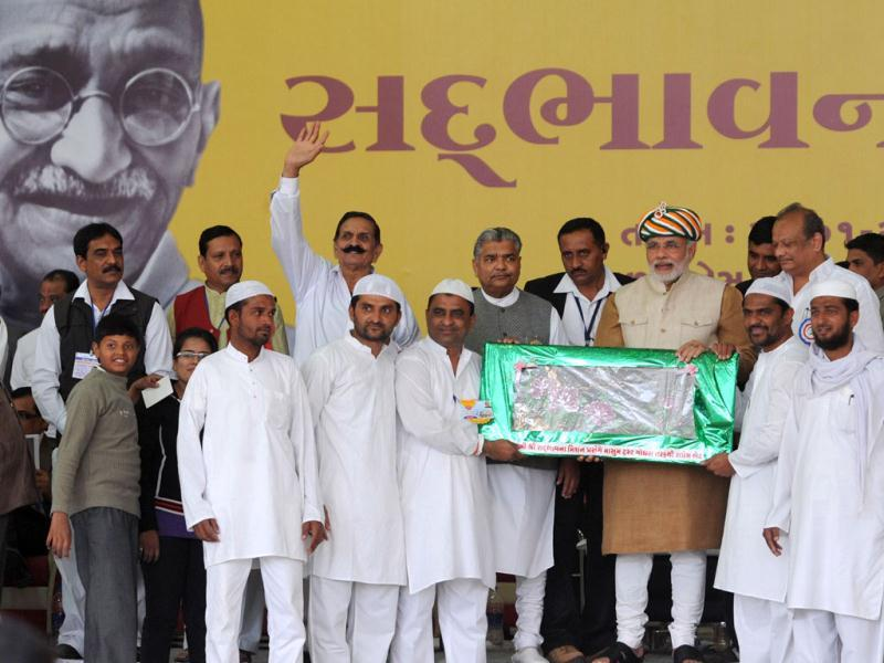 Gujarat chief minister Narendra Modi receives a gift from the Masum Trust Muslim community during his 23rd Sadbhavana fast at Godhra town, some 150 kms from Ahmedabad. AFP photo / Sam Panthaky