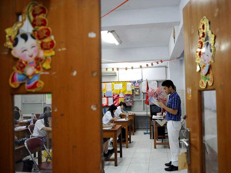 This picture shows Indonesian students studying Mandarin at a school in Jakarta. A troupe of lion dancers jerk and sway down a busy Jakarta street to usher in the Chinese New Year, moving to the beat of traditional instruments and handing out red envelopes inscribed with good wishes in Chinese characters. AFP Photo / Adek Berry