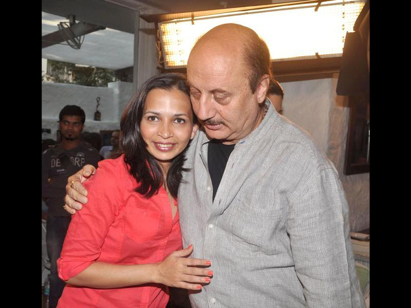 Rujuta poses with Anupam Kher.