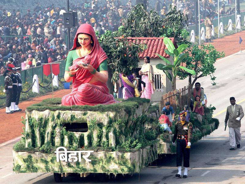 The tableau of Bihar passes before the saluting base during the Republic Day dress rehearsal on Rajpath in New Delhi. (HT Photo/Mohd Zakir)