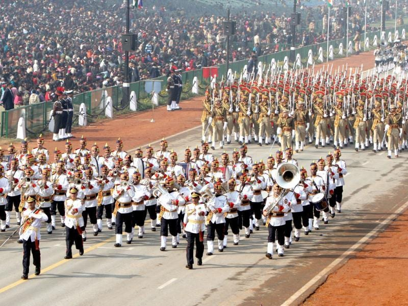 A contingent of the Delhi Police band passes before the saluting base during the Republic Day rehearsal on Rajpath. (HT Photo/Mohd Zakir)