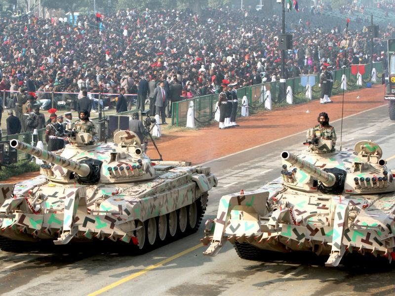 T-72 FWMP tanks pass before the saluting base during the Republic Day full dress rehearsal at Rajpath in New Delhi. (HT Photo/Mohd Zakir)
