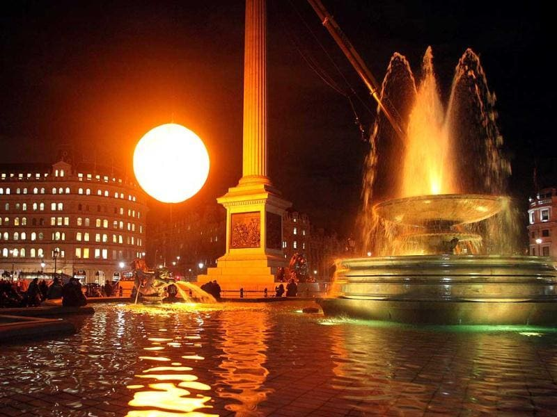 A 'fake sun' is pictured in London's Trafalgar Square. The luminous orb, which took six months to build, weighs over 2,500kgs and produces the equivalent light to 60,000 light bulbs. The artwork was designed by the art collective Greyworld and is in Trafalgar Square for one day only. AFP PHOTO / GEOFF CADDICK