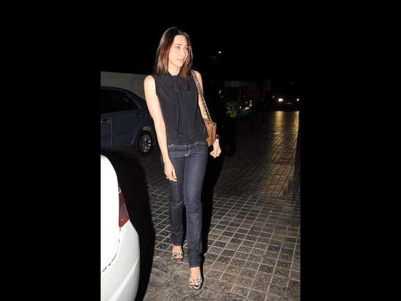 Karisma Kapoor flaunts her enviable figure as she attends the special screening of Agneepath.