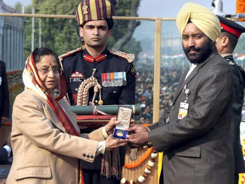 Subedar Major, Honorary Lieutenant(retd) Joginder Singh receives Ashok Chakra (posthumously) from President Pratibha Patil on behalf of his son Lt. Navdeep Singh during the 63rd Republic Day parade in New Delhi. PTI Photo