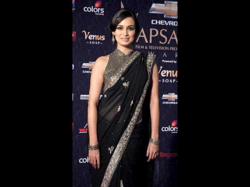 Dia Mirza looked a stunning 'Black' Magic Woman at the awards.