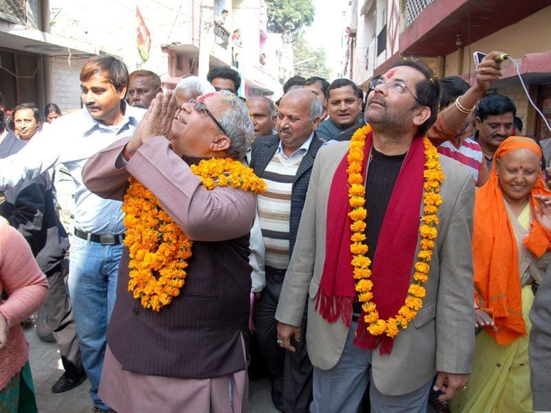 BJP Leader Kal Raj Mishra along with Mukhtar Abbas Naqvi campaigning at Indira Nagar, Lucknow in Uttar Pradesh. (HT Photo/Ashutosh Gupta)