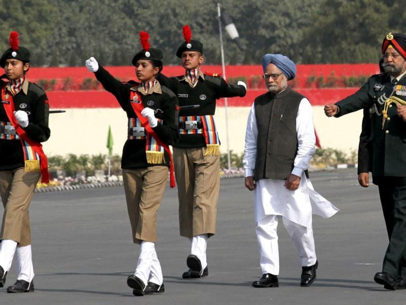 Prime Minister Manmohan Singh before inspecting Guard of Honour at NCC PM's rally in New Delhi. HT/Virendra Singh Gosain
