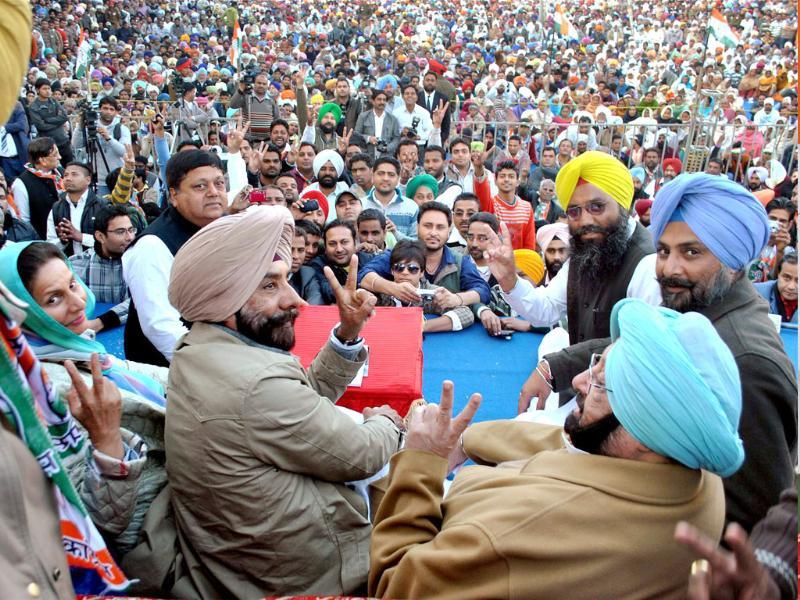 Punjab Congress chief Capt. Amarinder Singh, AICC Working Committee member Jagmeet Singh Brar, Union MoS for external affairs Preneet Kaur during an electon rally in support of party candidate Raninder Singh in Samana. (PTI Photo)