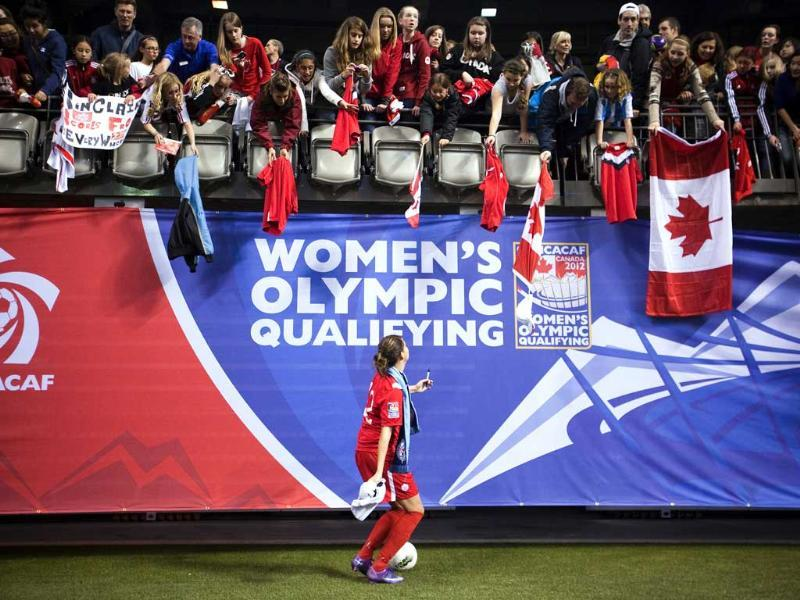 Christine Sinclair of Canada signs autographs for fans after her team lost to the US in the CONCACAF Women's Olympic qualifying soccer match in Vancouver, British Columbia. Reuters/Ben Nelms
