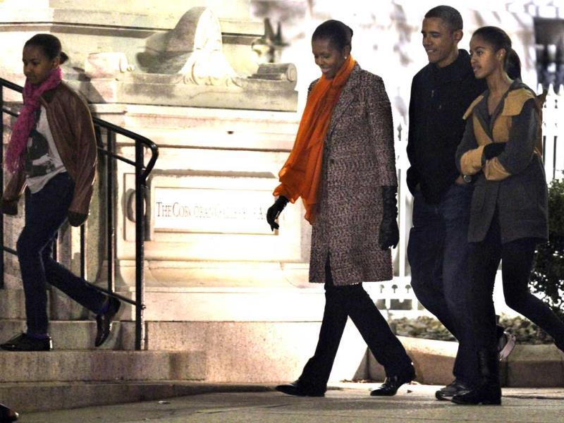 The US first family from left, Sasha Obama, first lady Michelle Obama, President Barack Obama and Malia Obama walk together to the Corcoran Gallery of Art in Washington. AP Photo/Jacquelyn Martin