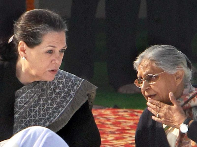 Congress President Sonia Gandhi and Delhi CM Sheila Dikshit at a prayer session on death anniversary of Mahatma Gandhi, observed as Martyrs' Day, at Rajghat in New Delhi. PTI Photo by Shahbaz Khan