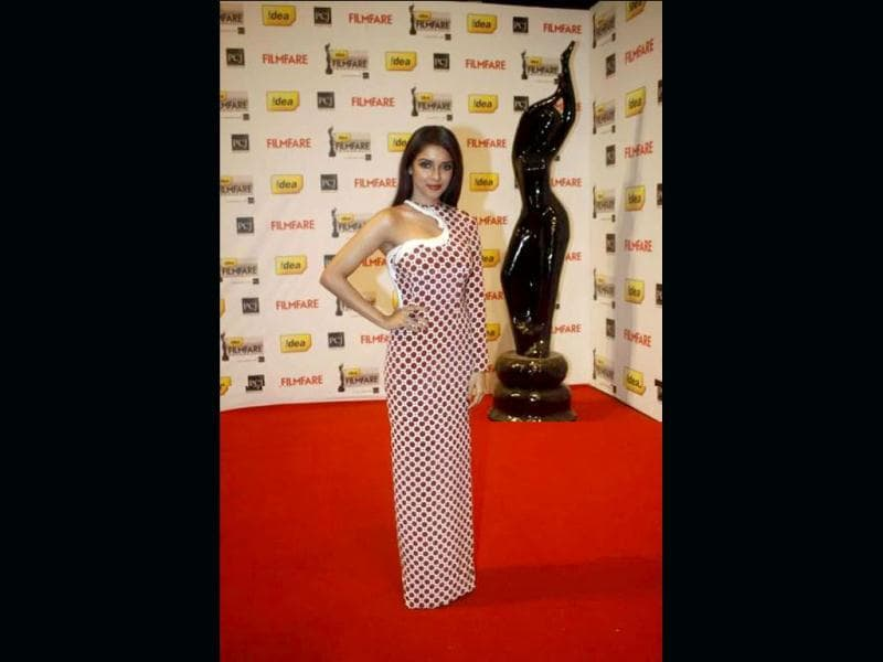 Asin walks the red carpet at Filmfare.