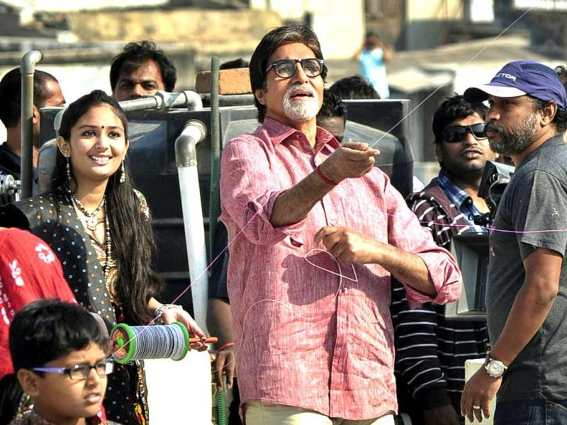 Legendary actor Amitabh Bachchan shoots promotional advertisement for Gujarat tourism in Ahmedabad. The actor is touring many regions of Gujarat state on his second phase to promote Khushboo Gujarat Ki.