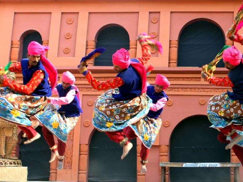Artists from Maharashtra perform during the press preview for the 26th Surajkund Crafts Fair. HT Photo/Mohd Zakir