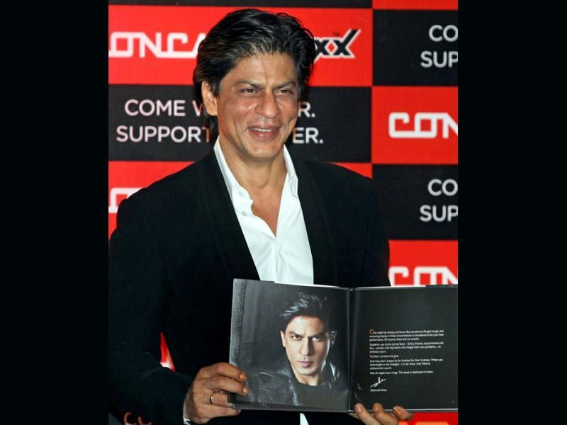 Shah Rukh Khan launched the Concast Support Book in Kolkata recently. The superstar has been announced the brand ambassador of the Concast Group. See pics!