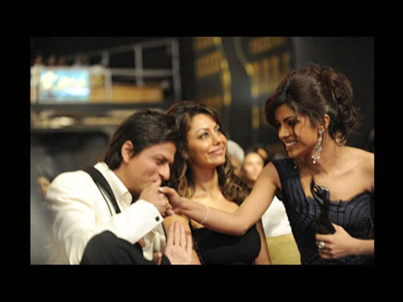 Of late, there has been much talk of Gauri Khan blatantly ignoring Priyanka Chopra following rumours of PC's affair with Shah Rukh Khan.