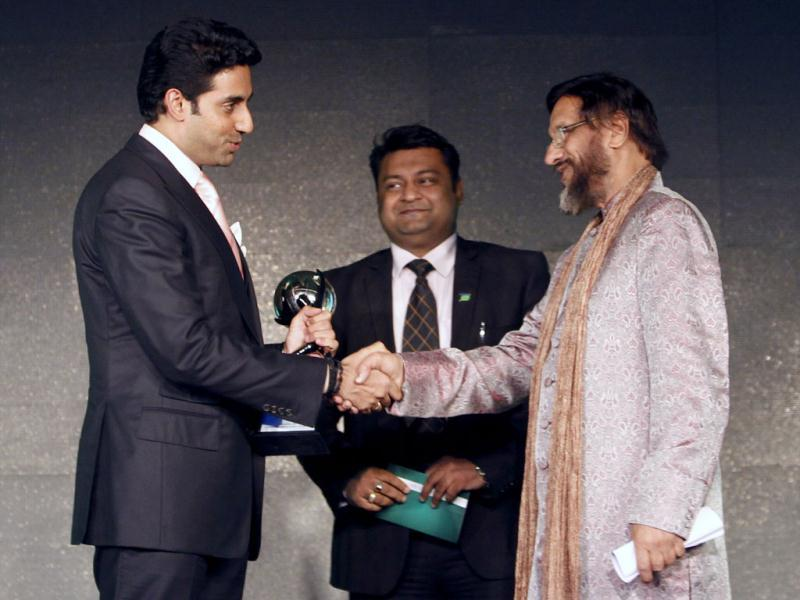 Abhishek receives the Green Globe Award from Director General of The Energy and Resources Institute (TERI) R.K. Pachauri. AP Photo