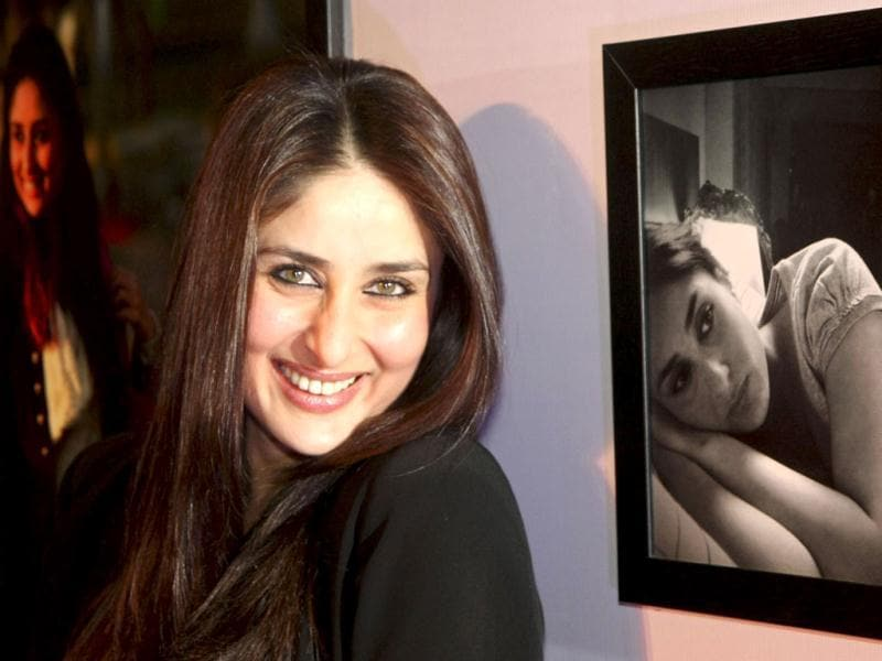 Kareena Kapoor's pictures, which were clicked by Imran Khan during Ek Main Aur Ekk Tu shoot, were displayed in Mumbai. Imran couldn't resist clicking the diva at the event too! Take a look