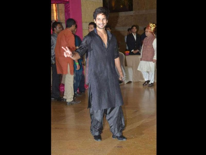 Shahid Kapoor at Riteish-Genelia's wedding. He later tweeted,
