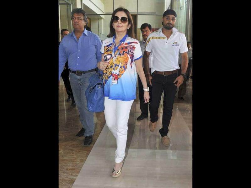 Owner of Mumbai Indians Neeta Ambani (C) and team captain Harbhajan Singh arrive for the players' auction for the fifth edition of the Indian Premier League (IPL) cricket in Bangalore. AFP PHOTO/Manjunath Kiran