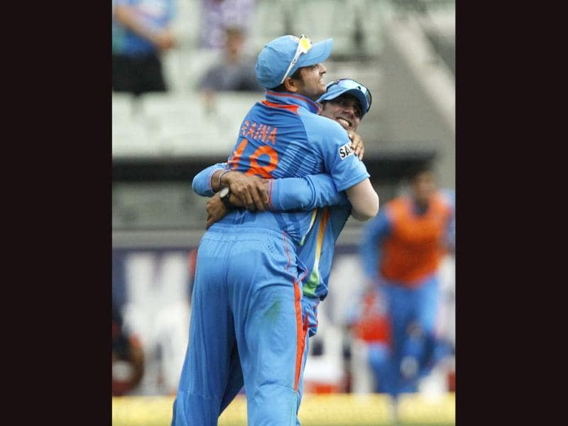 Suresh Raina (L) celebrates with his teammate Manoj Tiwary after catching Australia's Ricky Ponting out during their one-day series cricket match at the Melbourne Cricket Ground. Reuters/Brandon Malone