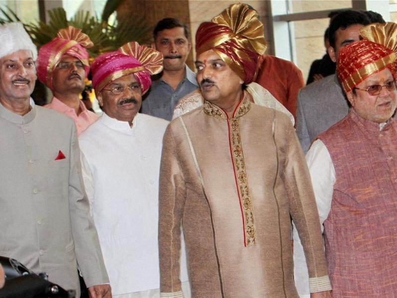 Riteish's dad former CM of Maharashtra, Vilasrao Deshmukh (2nd from R).