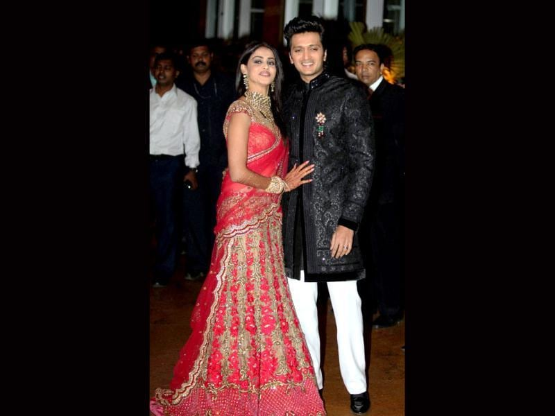 Genelia looked a pretty bride in the red lehenga while Riteish dazzled in black sherwani.
