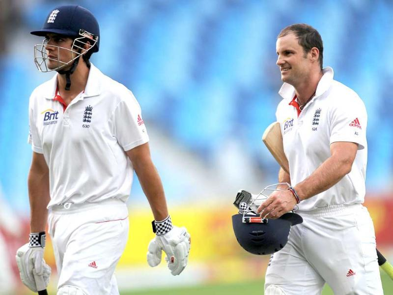England cricketers Andrew Strauss (R) and Alastair Cook (L) leave at the end of the third day of the third and final Test match against Pakistan at the Dubai International Cricket Stadium. AFP Photo/Lakruwan Wanniarachchi