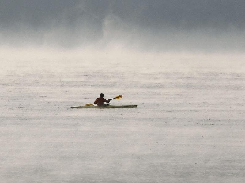 A man kayaks on Lake Zurich during cold winter weather in Zurich. (REUTERS/Arnd Wiegmann)