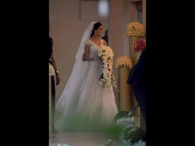 Riteish-Genelia\'s Christian wedding | entertainment | photos ...