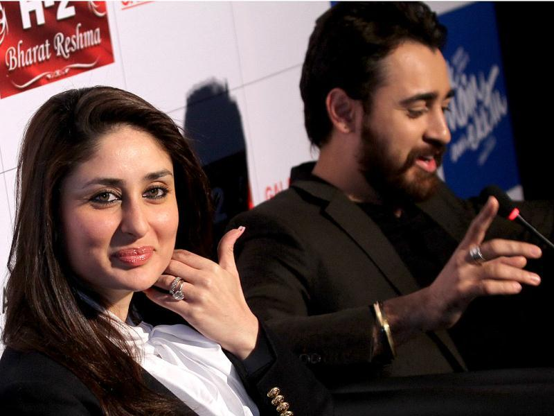 While Imran is busy answering the media, Kareena gets posy for the lens.