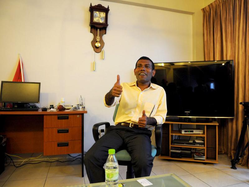Former Maldivian President Mohamed Nasheed speaks to reporters at his residence in the capital island Male. AFP photo