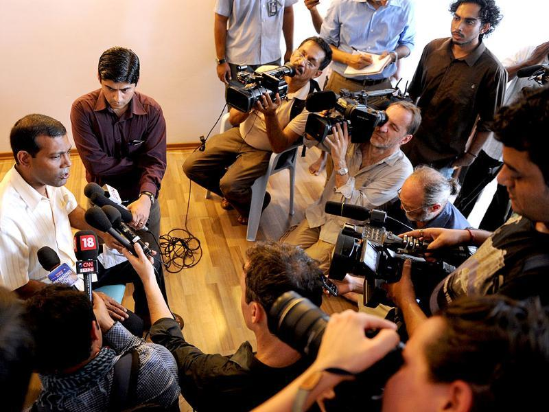 Former Maldives president Mohamed Nasheed (L) speaks to reporters at home in Male. AFP photo