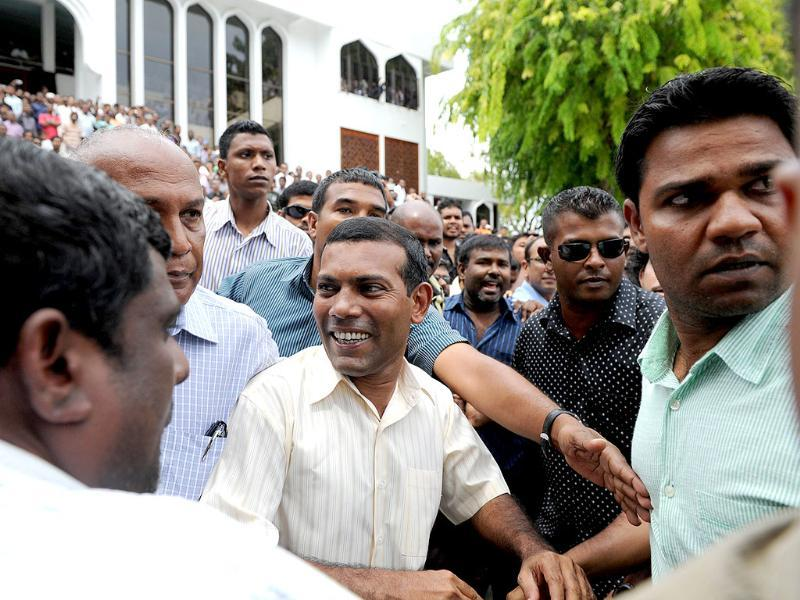 Former Maldives president Mohamed Nasheed (C) greets people after Friday prayers in Male. AFP photo