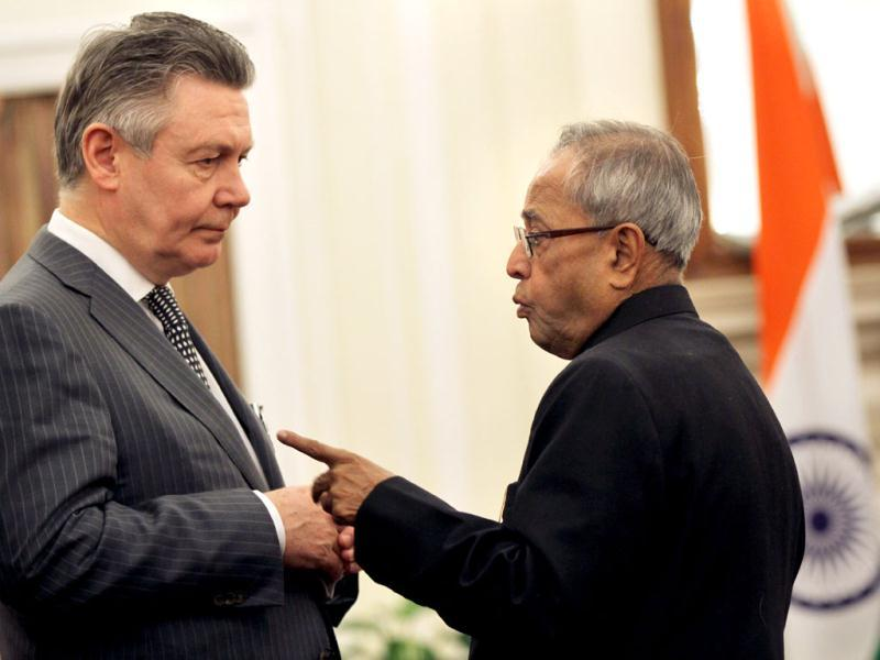 Finance minister Pranab Mukherjee (R) interacts with European commissioner for trade Karel de Gucht at the agreement signing of the India-European union joint declaration on research and innovation cooperation in New Delhi. HT/Sanjeev Verma