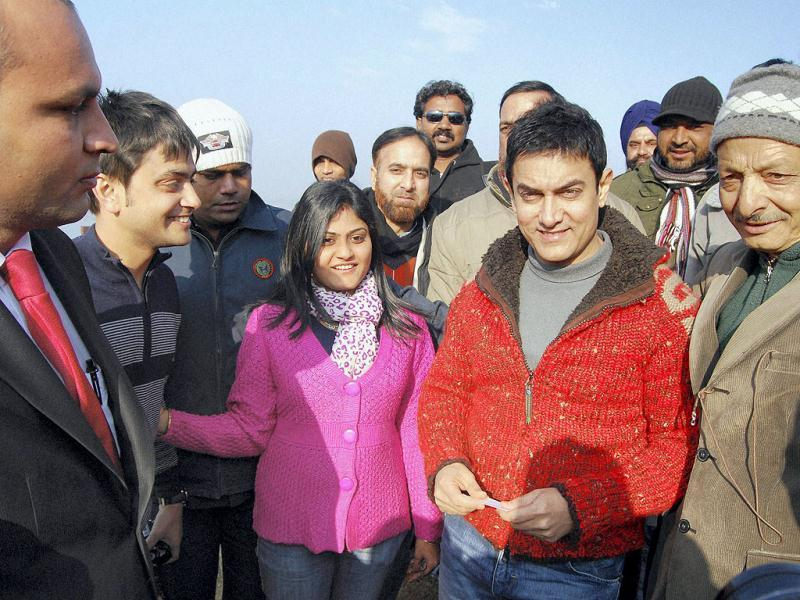 Bollywood actor Aamir Khan poses for a picture with a group of his fans during his visit to Srinagar. (PTI)