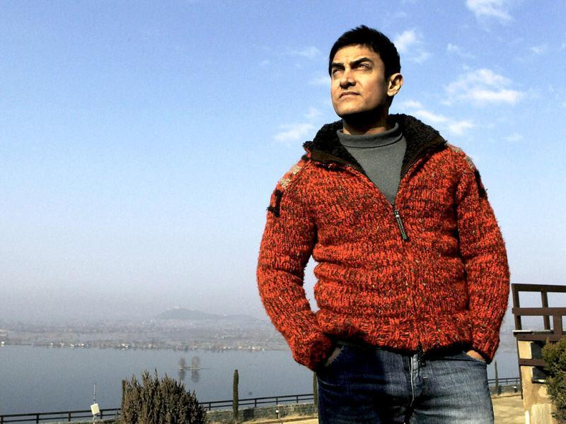 Bollywood actor Aamir Khan poses for a picture on a hillock, with Dal lake in the backdrop, during his visit to Srinagar. (PTI)