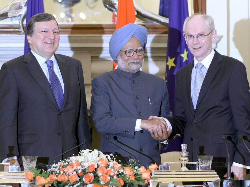 Prime Minister Manmohan Singh (C) with EU President Herman Van Rompuy (R) and European Commission President Jose Manuel Barroso during signing of the India-European union joint declaration on research and innovation cooperation in New Delhi. HT/Sanjeev Verma