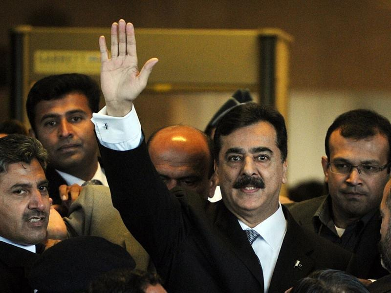 Pakistani Prime Minister Yousuf Raza Gilani waves as he arrive at the Supreme Court in Islamabad. AFP/Aamir Qureshi