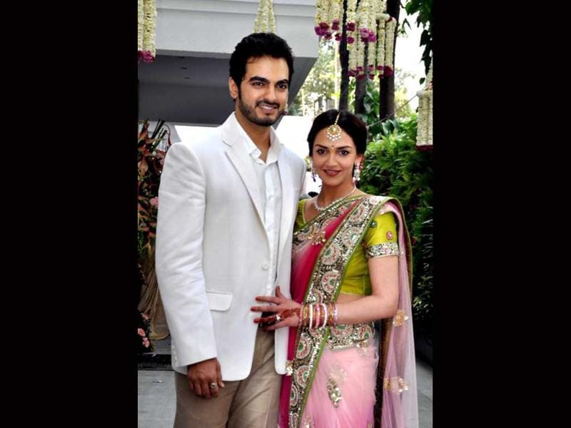 Actor Esha Deol got engaged to businessman Bharat Takhtani on Sunday in a private ceremony. Esha chose to keep it simple with an elegant pink sari with green embellishment.