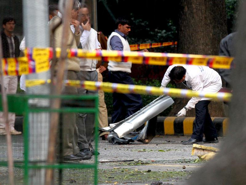 Investigators examine a vehicle that exploded near the Israeli embassy in New Delhi. HT/Arvind Yadav