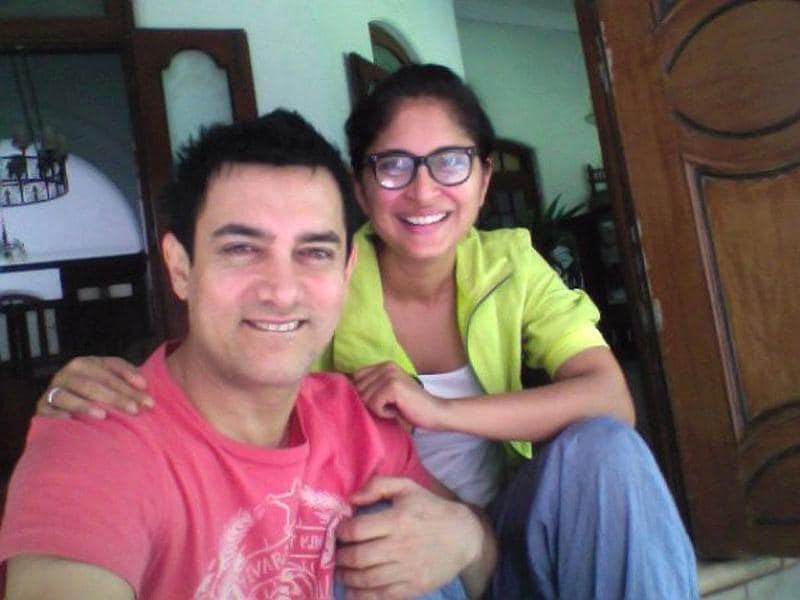 The couple look rather content with the holiday. (Photo Courtesy: aamirkhan.org)