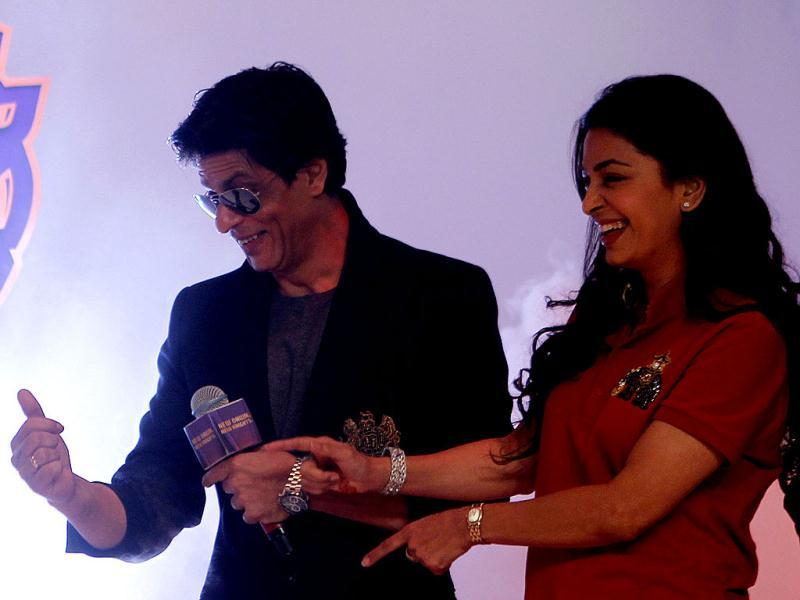 SRK-Juhi play to the gallery.