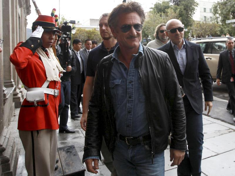 US actor Sean Penn (C) arrives at the Presidency palace for a meeting with Bolivia's President Evo Morales in La Paz, Bolivia. AP Photo/Juan Karita