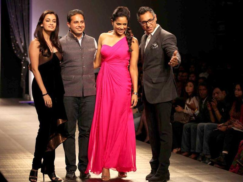 Like Dia Mirza, Sameera Reddy was also requested by designer duo Shantanu-Nikhil to grace the ramp towards the end of the show.