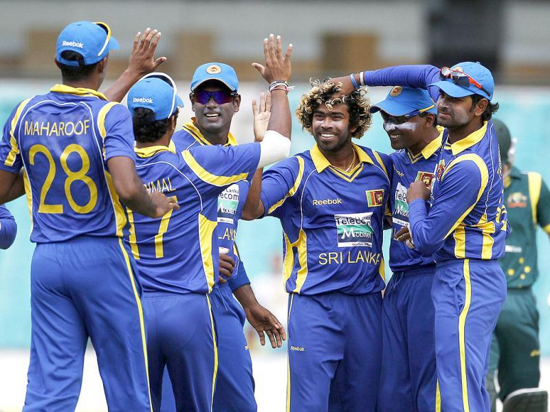 Sri Lanka's Lasith Malinga (3rd R) is congratulated by his teammates for taking the wicket of Australia's David Warner during their one-day international cricket match in Sydney. (Reuters/Tim Wimborne)