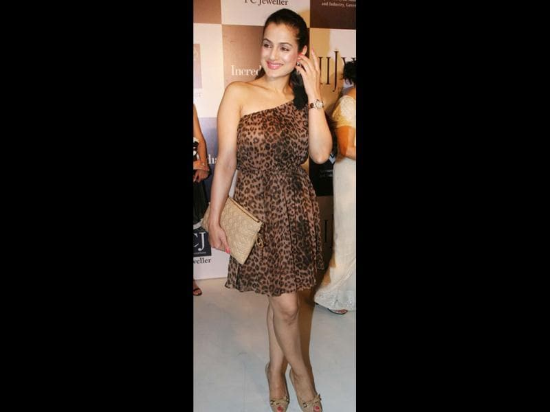 Sanjay Dutt advised Ameesha Patel to cover up duing Rohit Dhawan's party. Here she's seen at Day Two of IIJW Fashion Show at Grand Hyatt, Santacruz. Does the actor really need to cover up? (Photo:Yogen Shah)