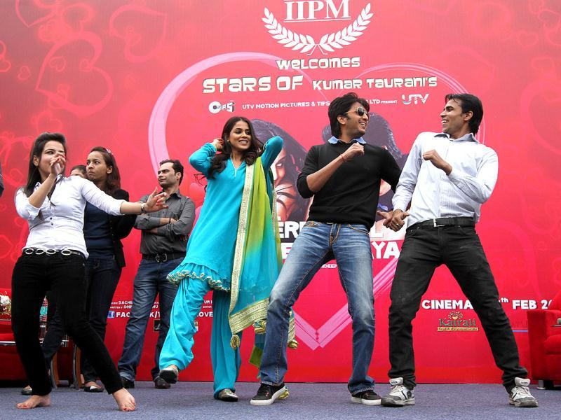 Riteish Deshmukh and Genelia D'Souza perform while promoting Tere Naal Love Ho Gaya.